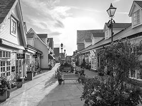 Cab to Bicester Village Shopping Outlet Tour from Central London